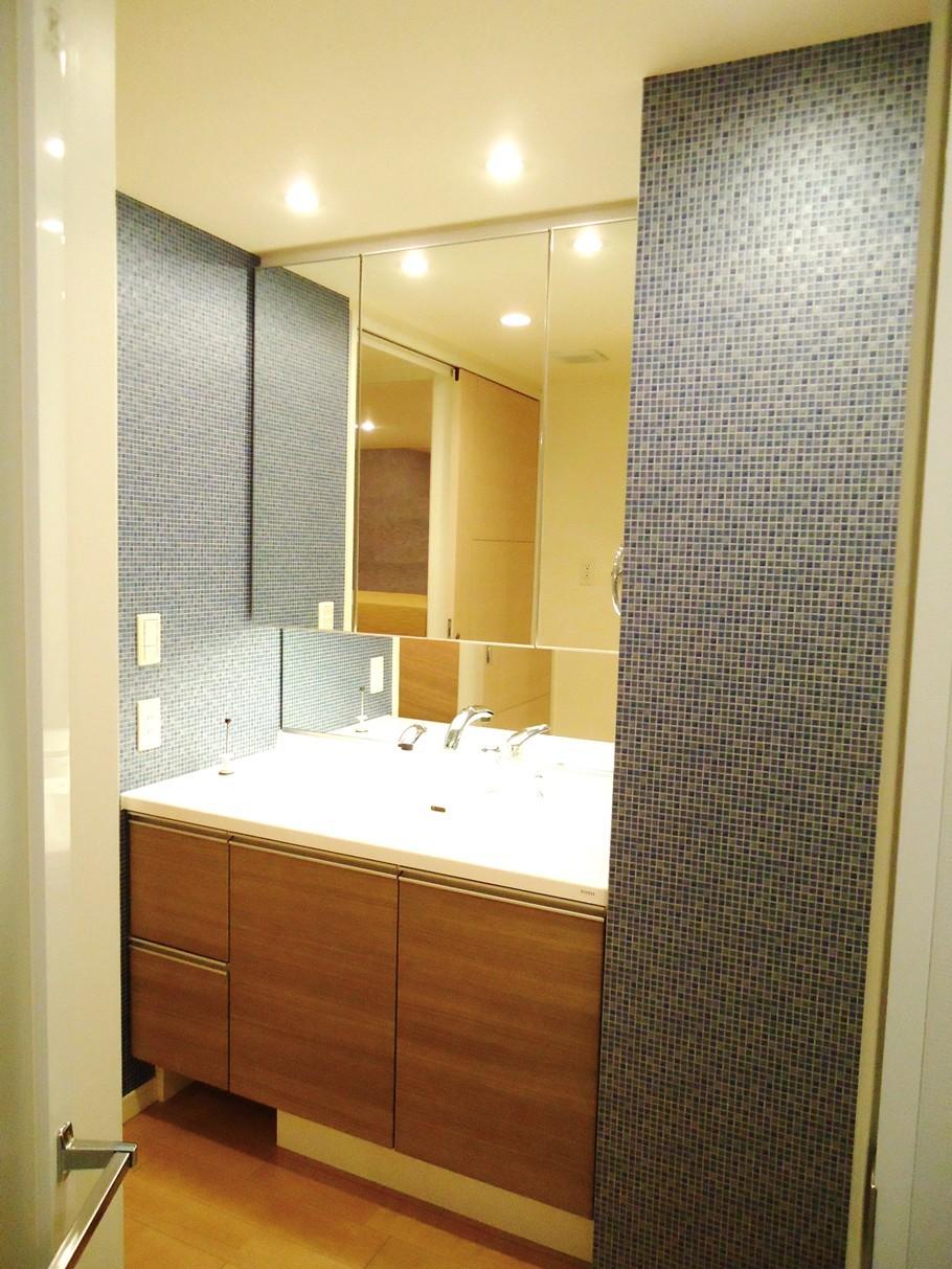 洗面所 脱衣所の壁紙 クロス張り替えの費用と価格の相場は リフォらん